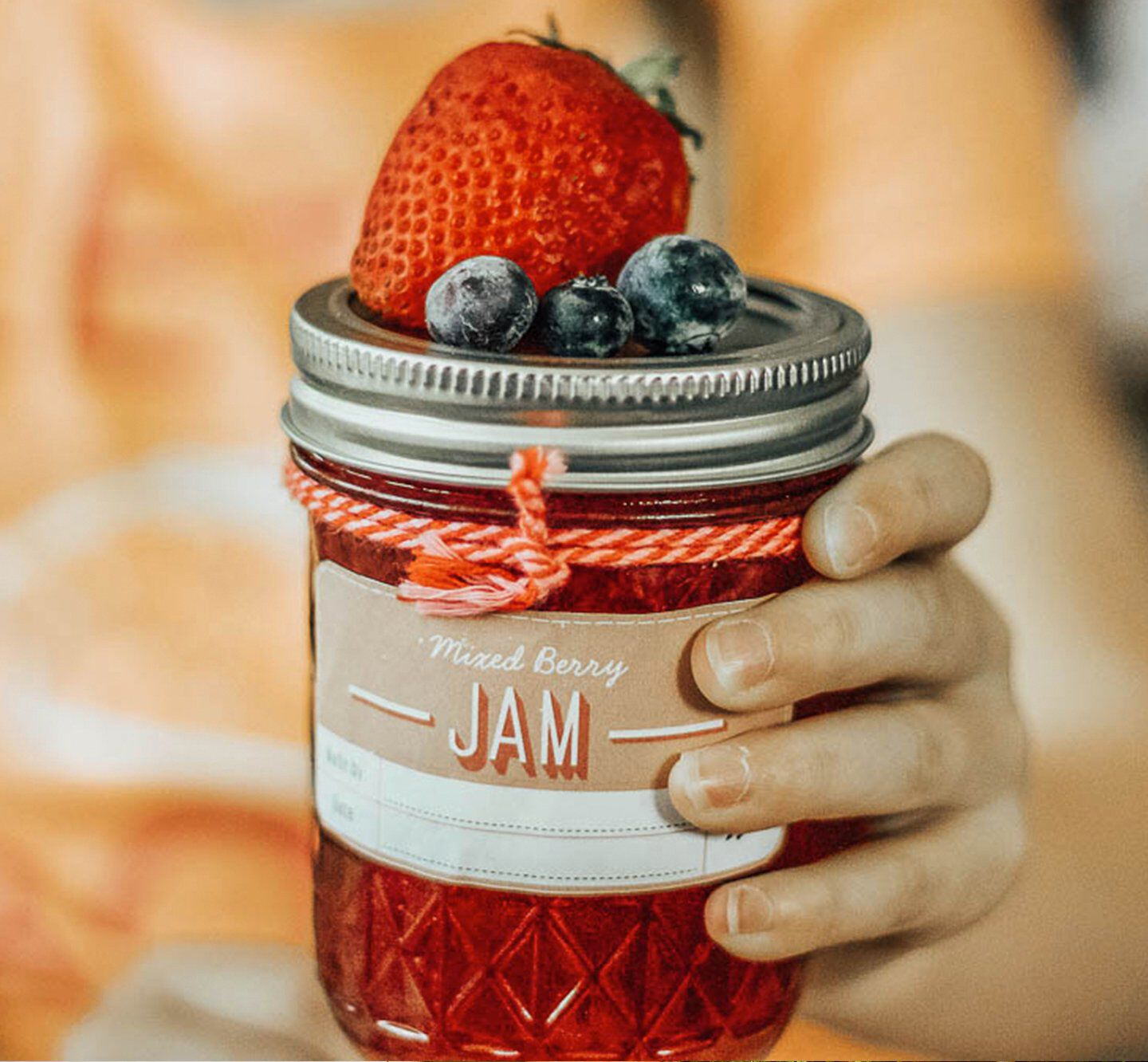 Canning jar with quilted textured surface